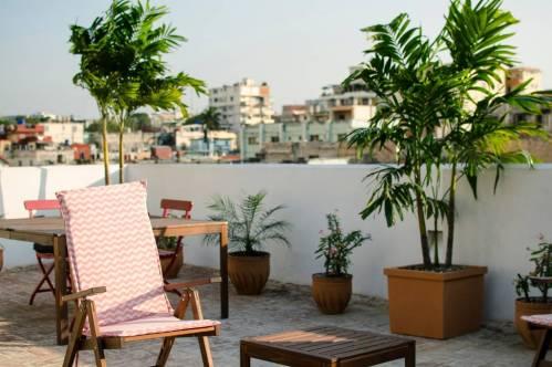 https://www.airbnb.com/rooms/15911835?location=Cuba&s=vfbURV_X