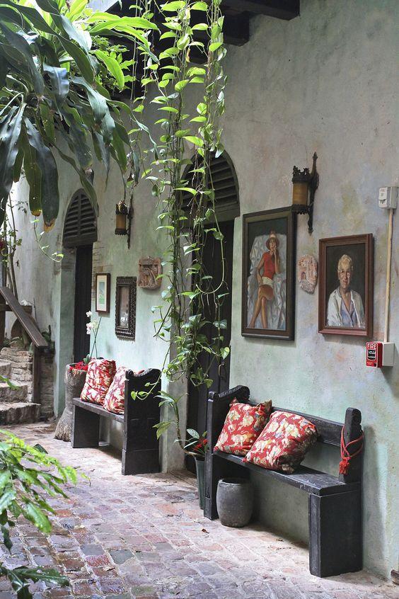 cuban alley way